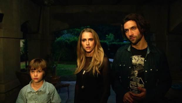 Lights-Out-Film-Trailer-Still